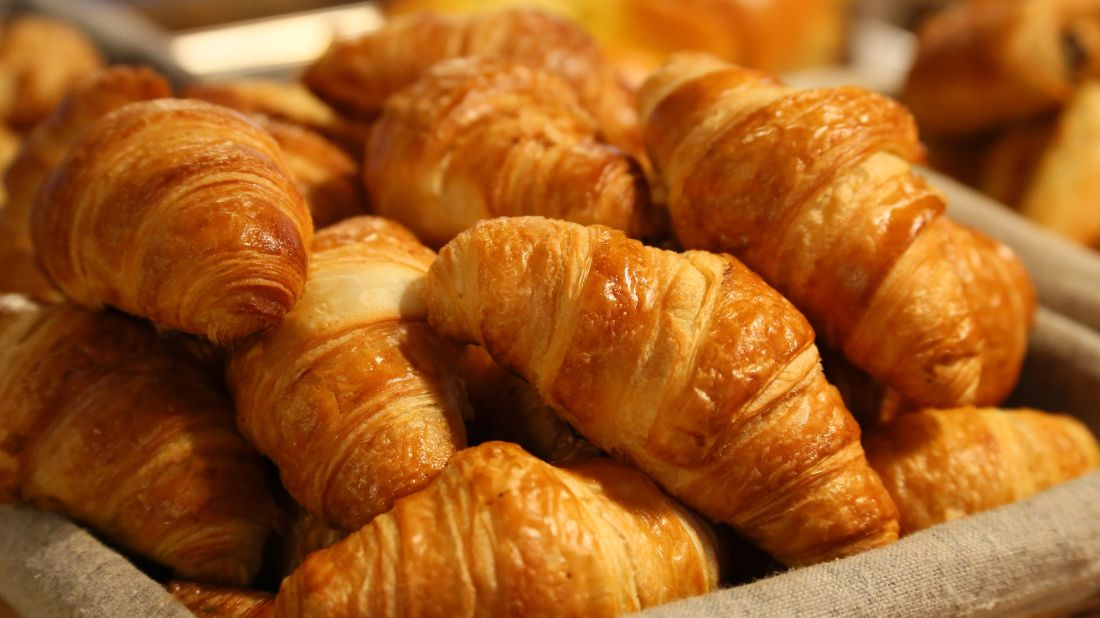 Croissant en Francia, cruasán en España.