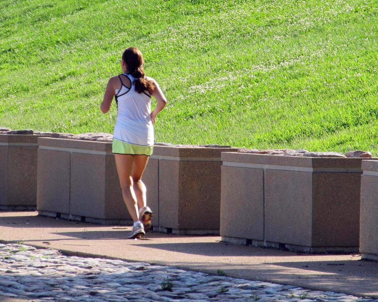 Ejercicio fisico mujer running