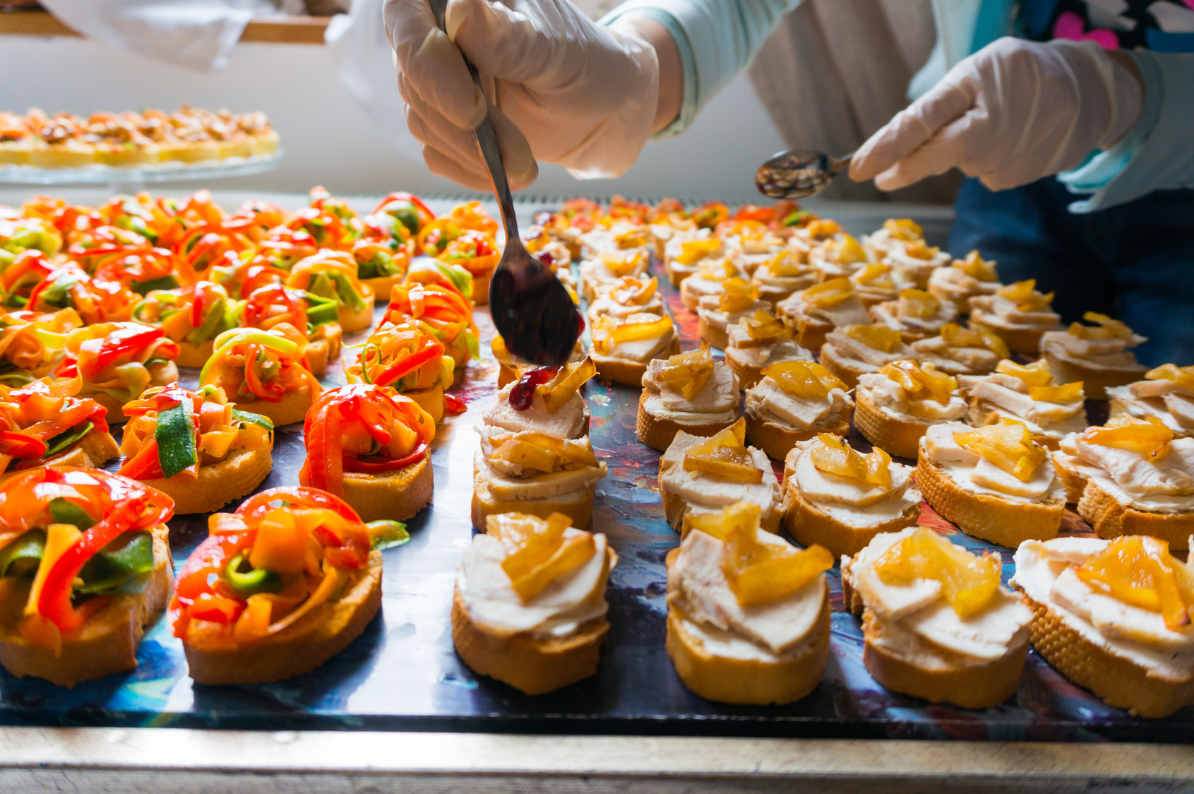Arranging catering food