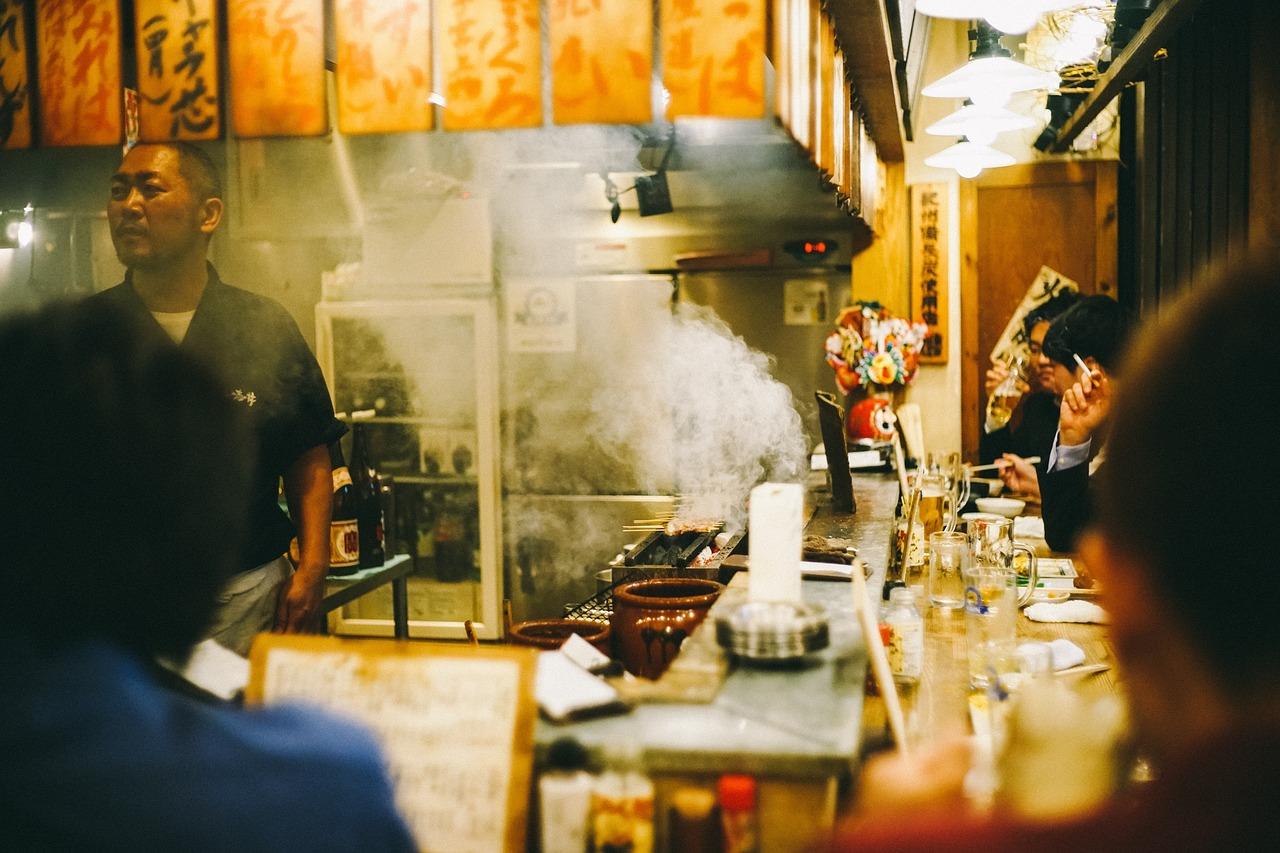 restaurante japones con cocinero