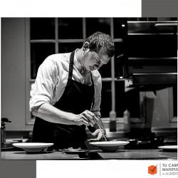 Cualidades que debe cumplir un buen cocinero.Cocinero trabajando