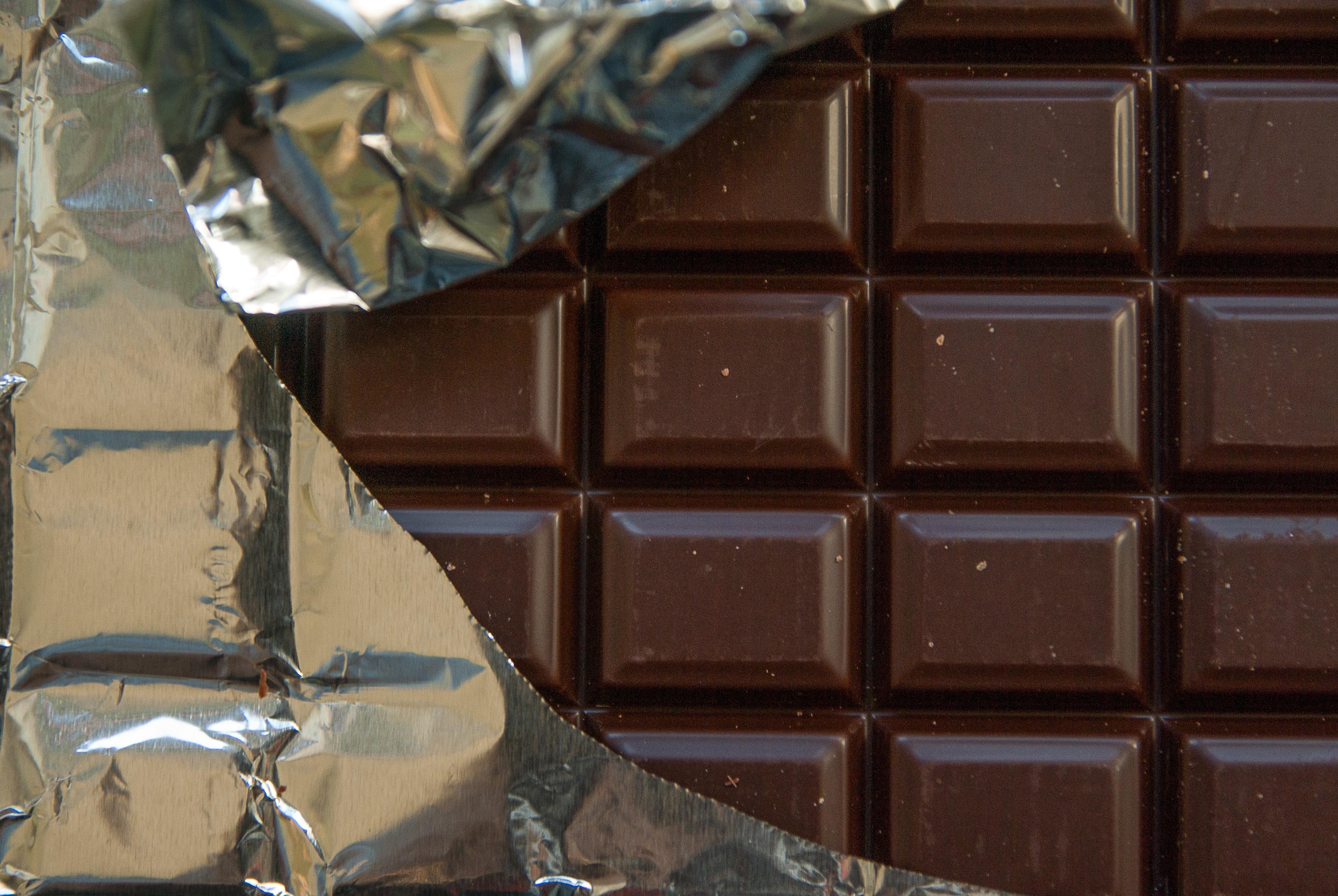 Beneficios del chocolate puro. Tableta de chocolate oscuro