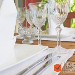 Correcto montaje de una mesa en un restaurante